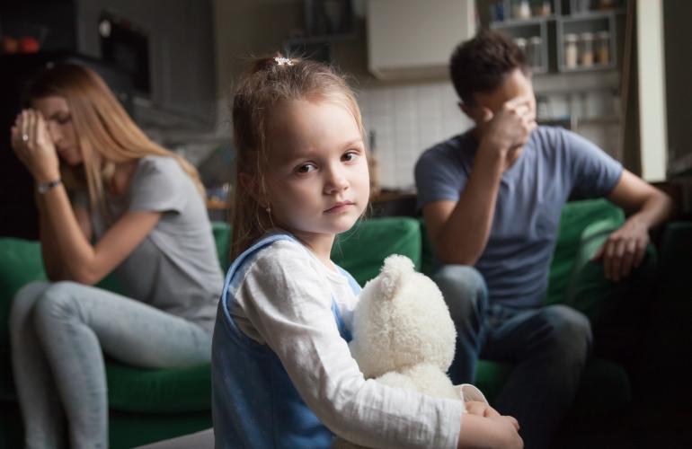 5 детских травм, обрекающих на страдания взрослых